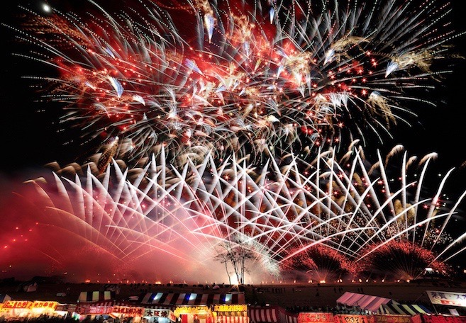 18:00 The spectacular fireworks bursts into the night sky and continue over the next two hours.