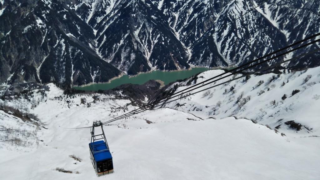 11:50 Board the gondola and take the Tateyama Ropeway